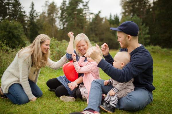 Featured image for Kouluikäisten Theraplay-hoitojen asema ja saatavuus Suomessa